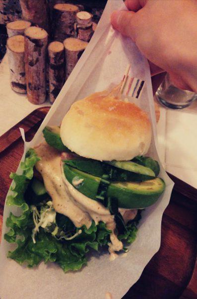 アボカド豆腐バーガー