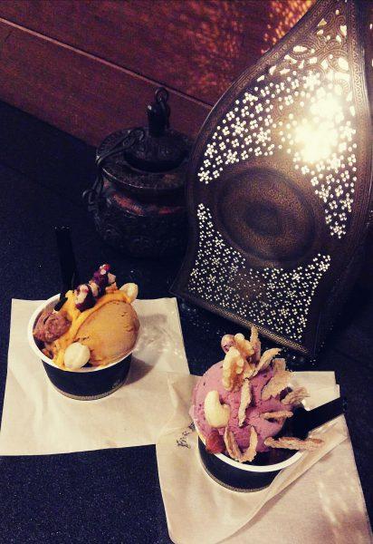 ファー・イースト・バザール(Far East Bazaar)のジェラート。素敵なランプと共に
